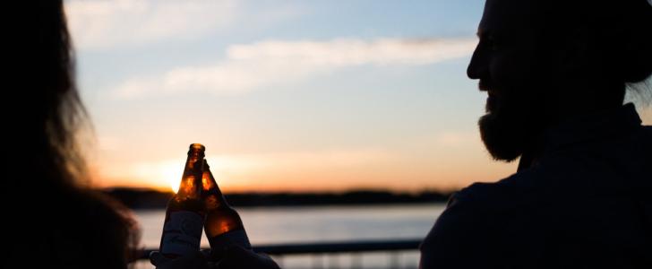 gratis bier flesje bij aankoop nieuwblad aan de kust